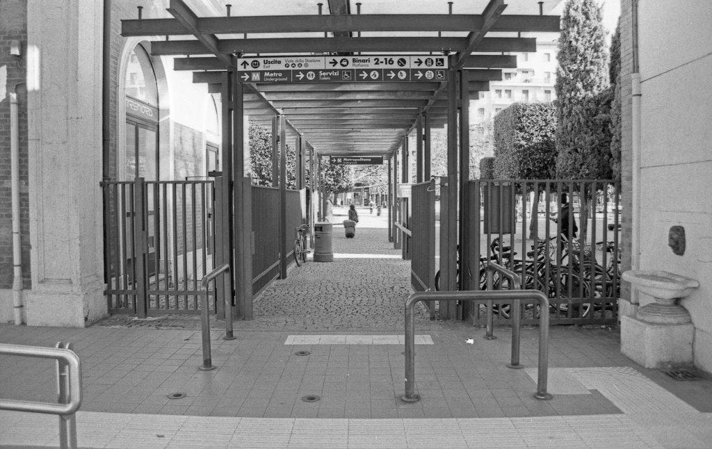 brescia coronavirus reportage fotografico pierluigi cottarelli ingresso stazione treni