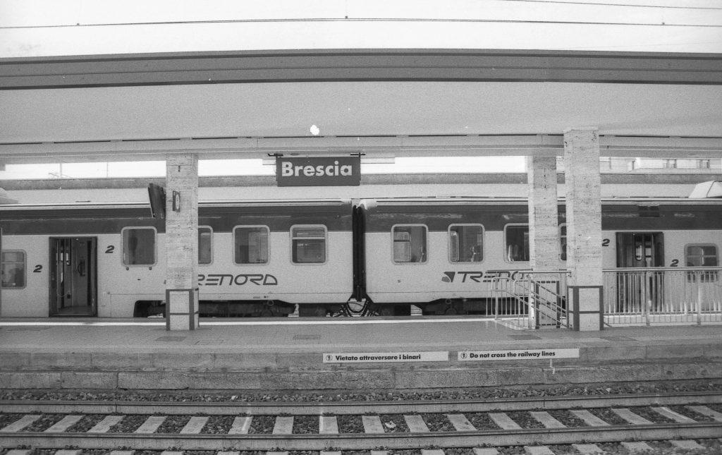 brescia coronavirus reportage fotografico pierluigi cottarelli stazione treni banchina