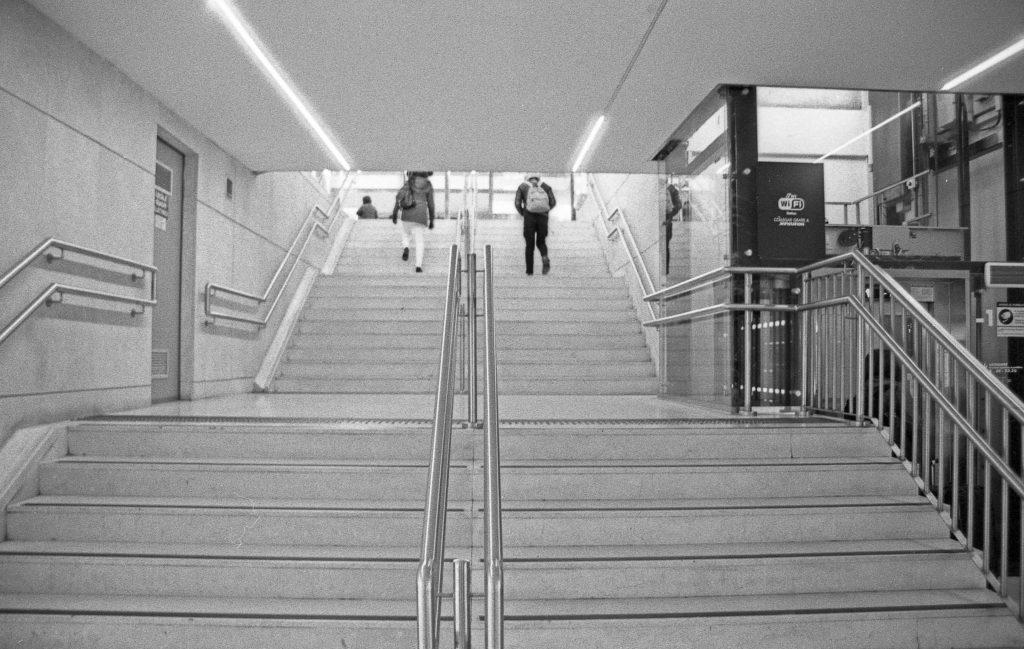 brescia coronavirus reportage fotografico pierluigi cottarelli uscita stazione treni