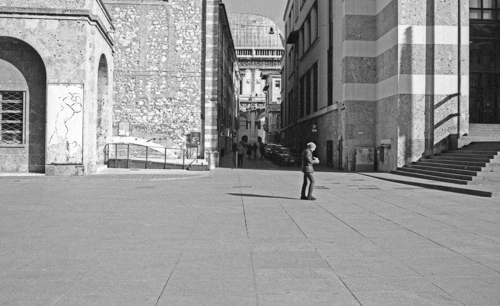 brescia coronavirus reportage fotografico pierluigi cottarelli persone piazza