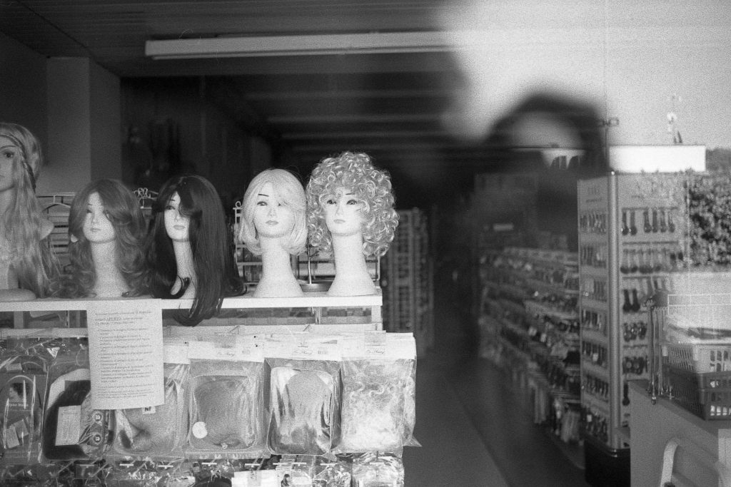 brescia coronavirus reportage fotografico pierluigi cottarelli negozio chiuso