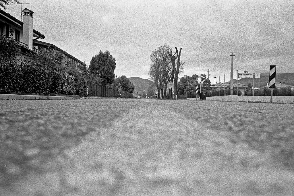 brescia coronavirus reportage fotografico pierluigi cottarelli asfalto