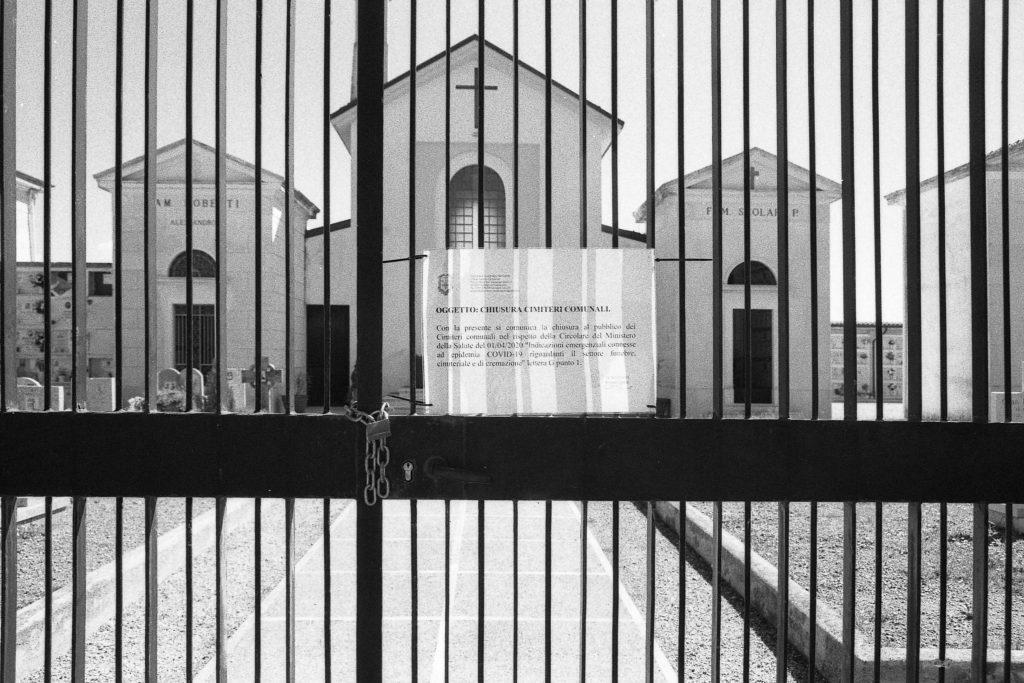 brescia coronavirus reportage fotografico pierluigi cottarelli cimitero